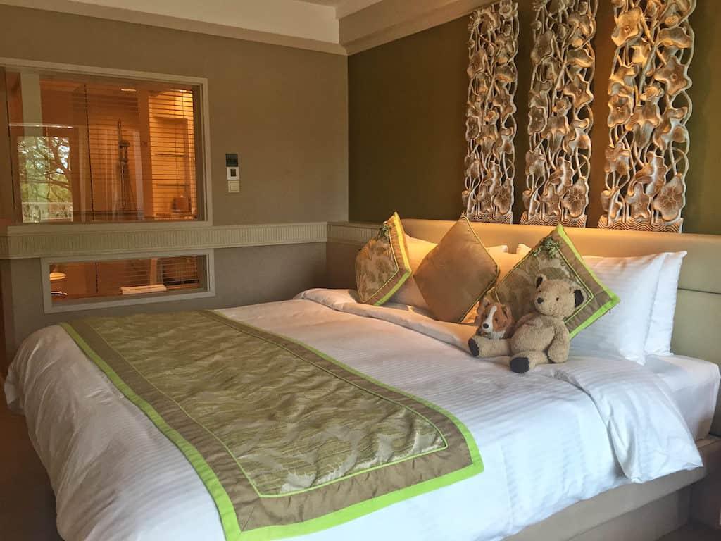 Shangri-La Rasa Sentosa Resort bedroom