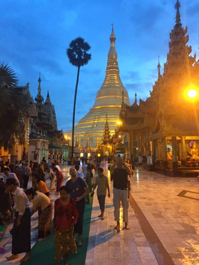 Sunset at shwedagon pagoda