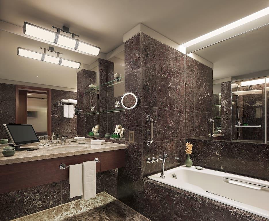 Shangri-La Taipei bathroom