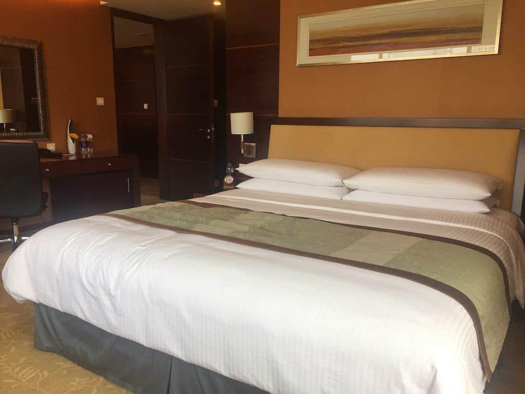 Shangri-La hotel Chengdu bedroom
