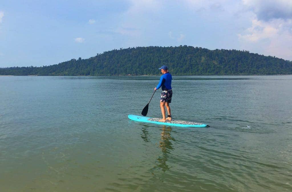 Paddle boarding Telunas