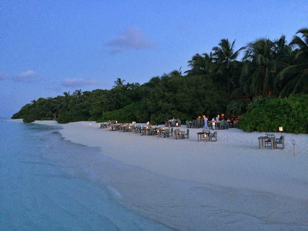 soneva fushi beach dining