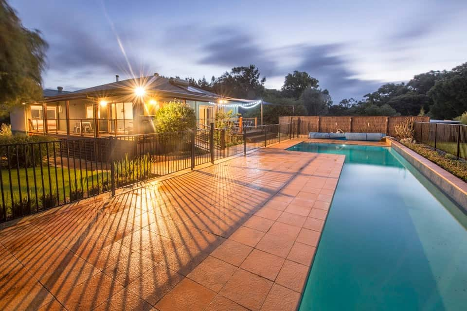Airbnb in Yallingup with swimming pool