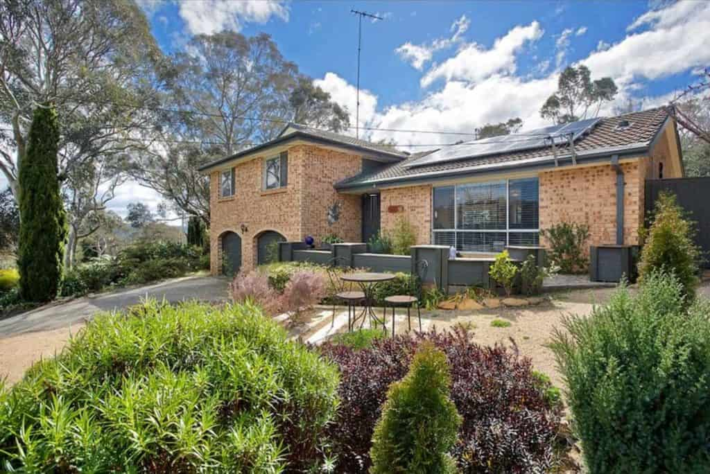 Blue Mountains family Airbnb exterior