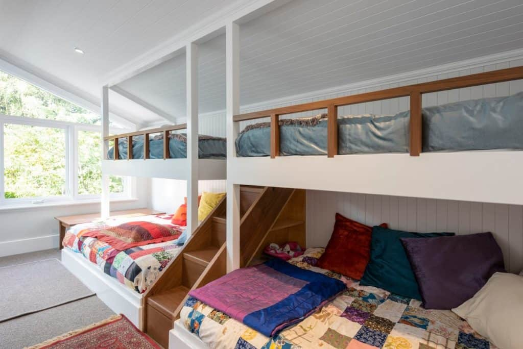 Blue Mountains Airbnb cottage bedroom with bunk beds